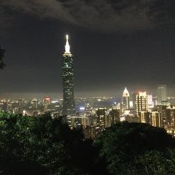 Taipei_101_Xiangshan_Evening